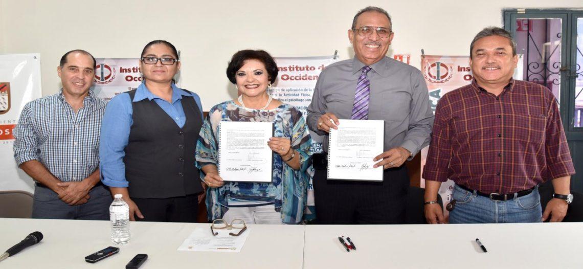 Firma Ayuntamiento convenio con Instituto del Occidente