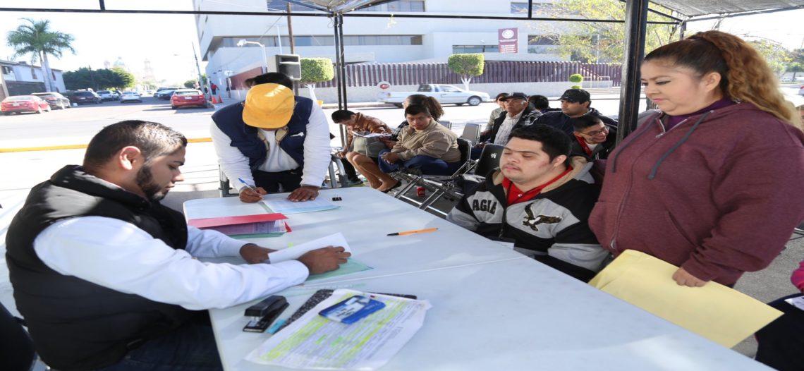 Otorga DIF Sonora becas laborales en impulso al desarrollo de personas con discapacidad