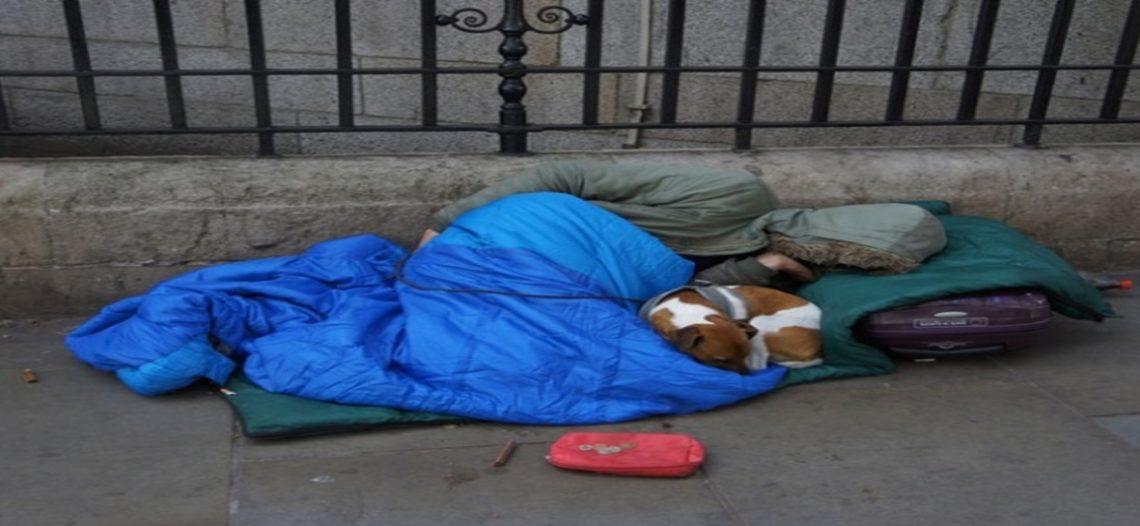 Arrestan a voluntarios por dar comida a indigentes en EU