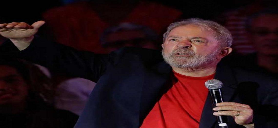 Lula entrega su pasaporte después de que se le prohibió salir de Brasil