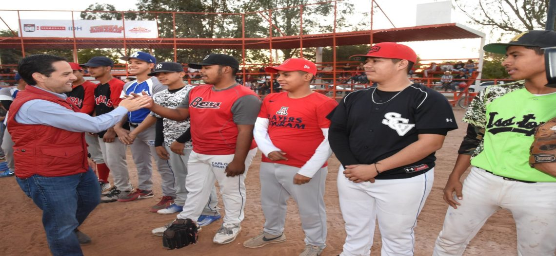 Entrega Ayuntamiento rehabilitación de campo de béisbol e inicia construcción de Comedor Comunitario en Miguel Alemán
