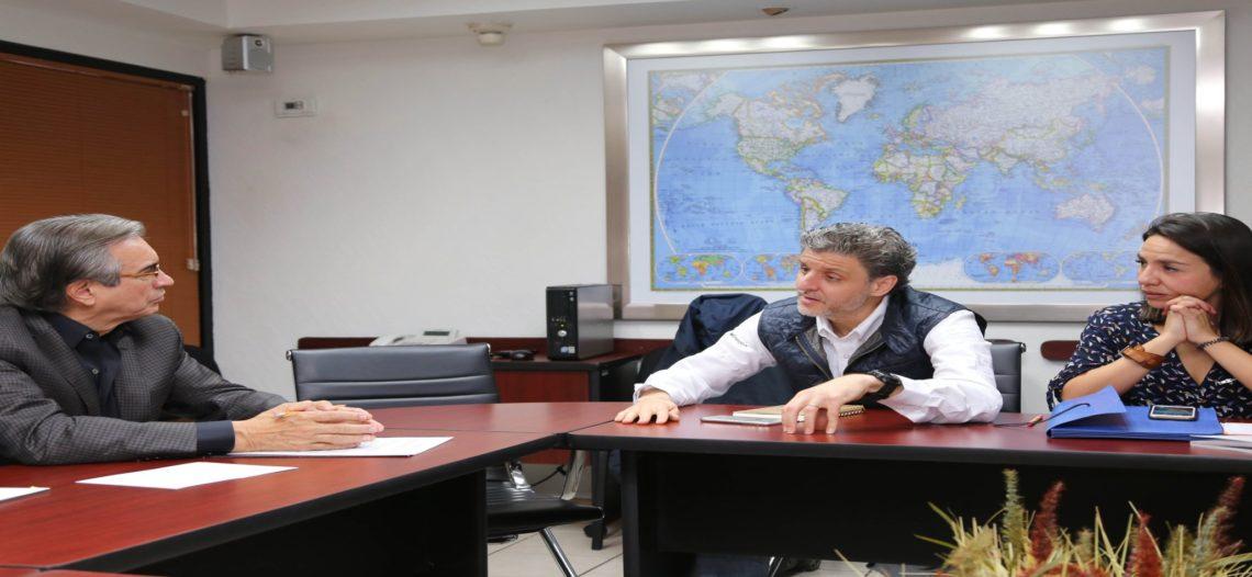 Se reúne Secretario de Economía con empresarios de compañía fotovoltaica
