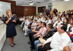 Anuncia Gobernadora homologación salarial a médicos y enfermeras