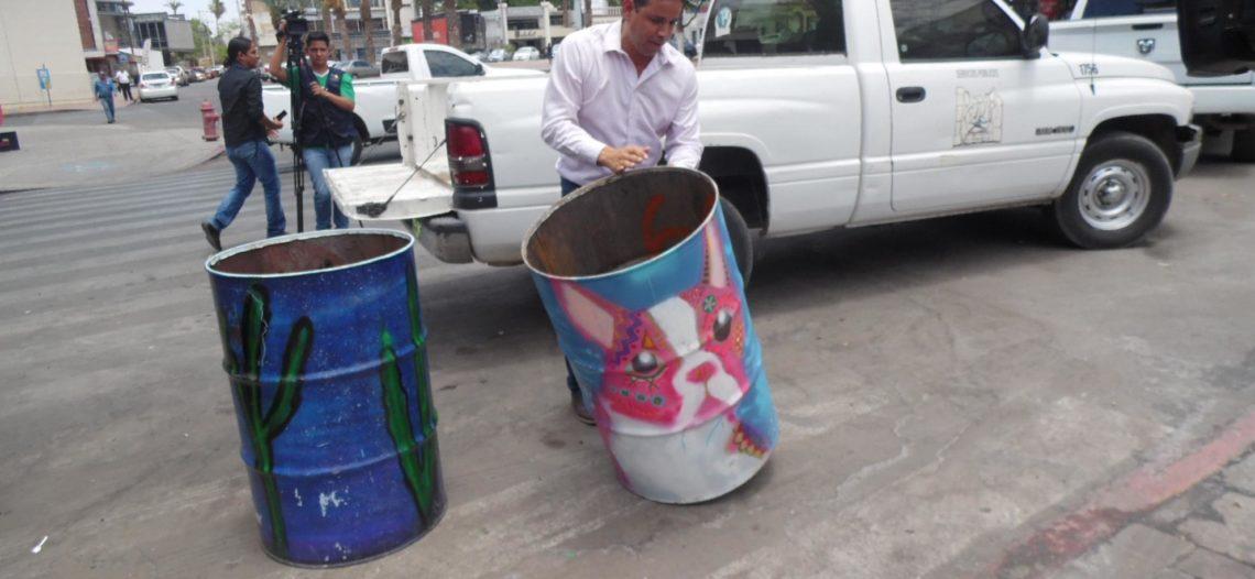 Distribuyen por la ciudad arte urbano en contenedores de basura