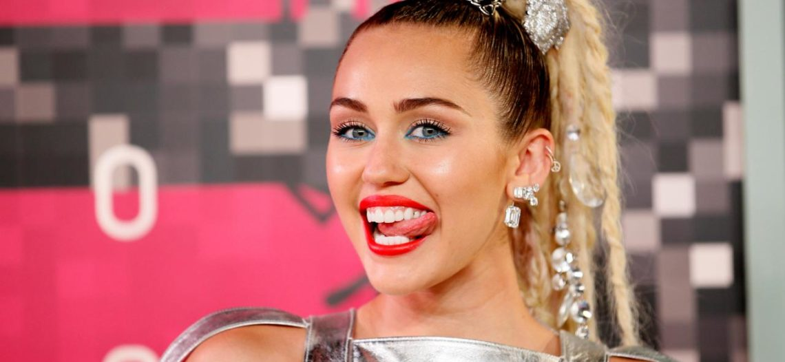 Miley Cyrus reúne más de medio millón de pesos para niños migrantes