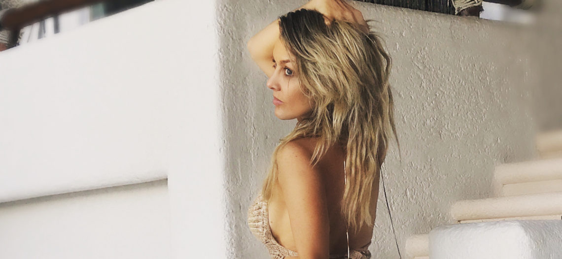 Consiente Fey a sus fans con sensuales fotos