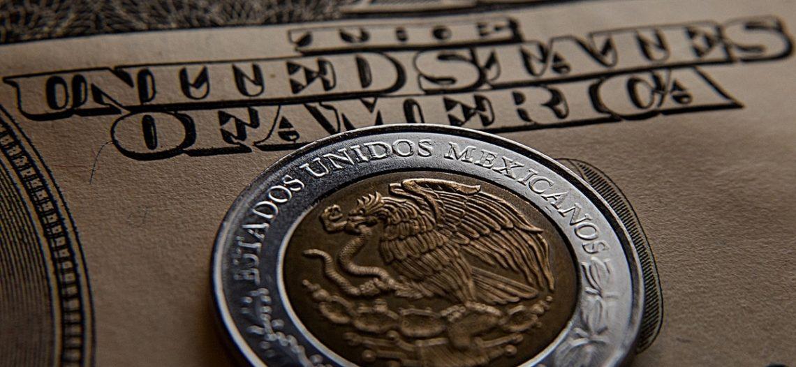 Tras triunfo de AMLO, dólar en $20 en casas de cambio de AICM
