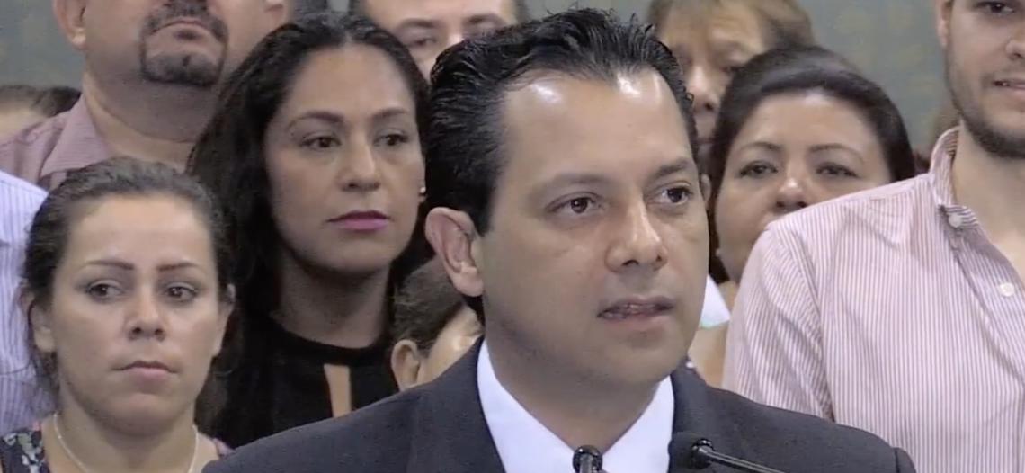 Ernesto de Lucas reconoce derrota en proceso electoral