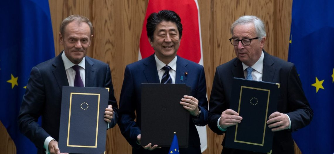 Japón y la UE firman acuerdo comercial para eliminar aranceles