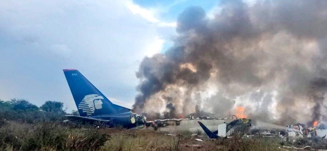 Cae un avión de Aeroméxico en Durango; no hay muertos