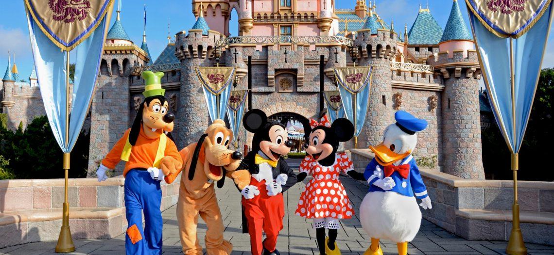 Disneyland sube 40 por ciento salario a empleados en California