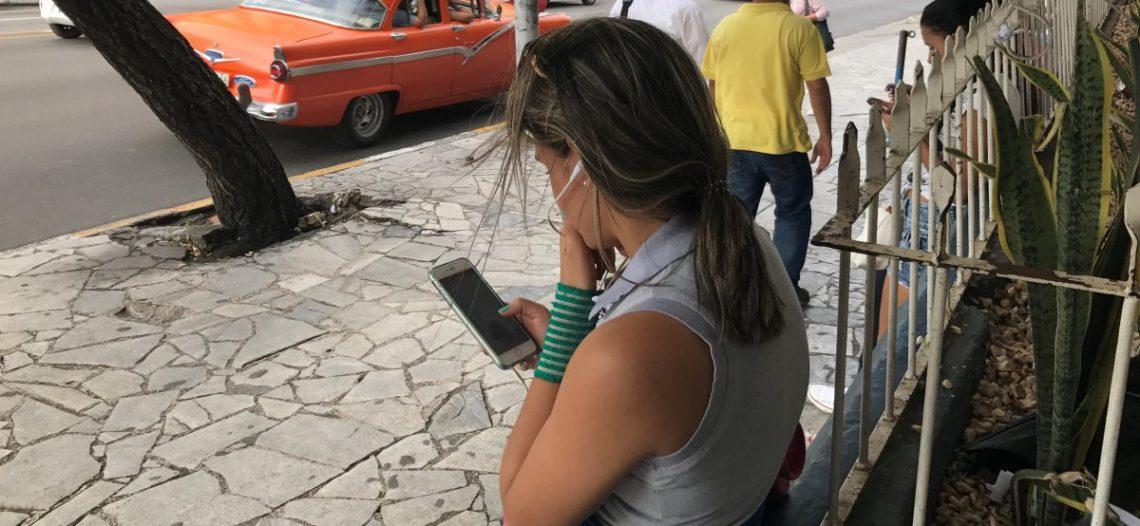 Cuba le 'da la bienvenida' al acceso a Internet desde móviles