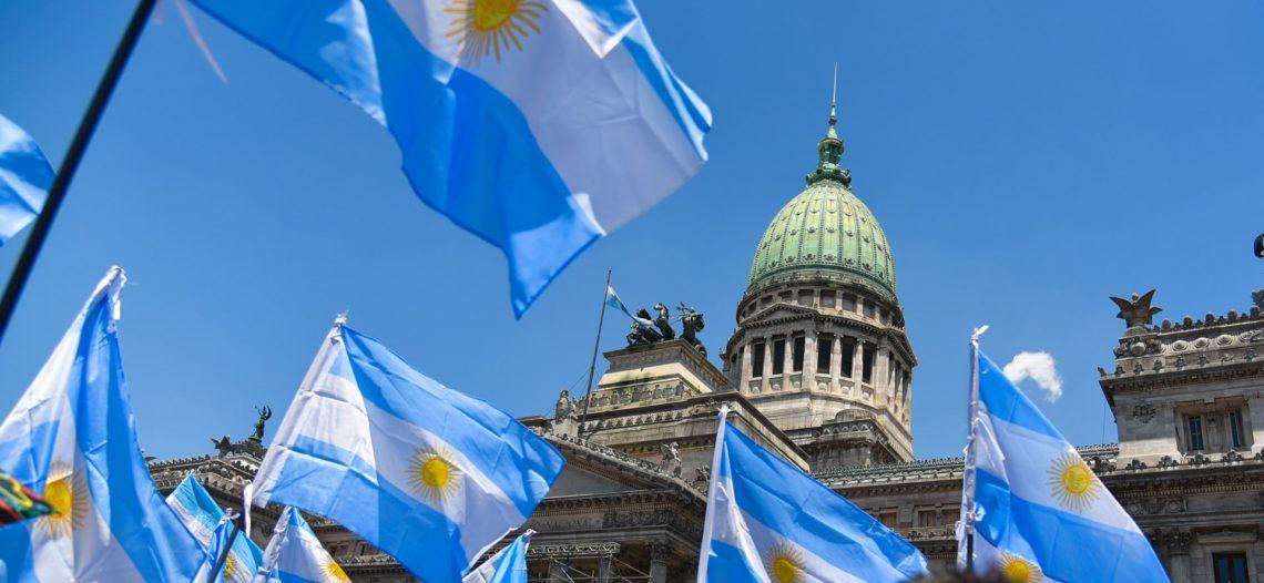 Se desploma peso argentino en un 21%