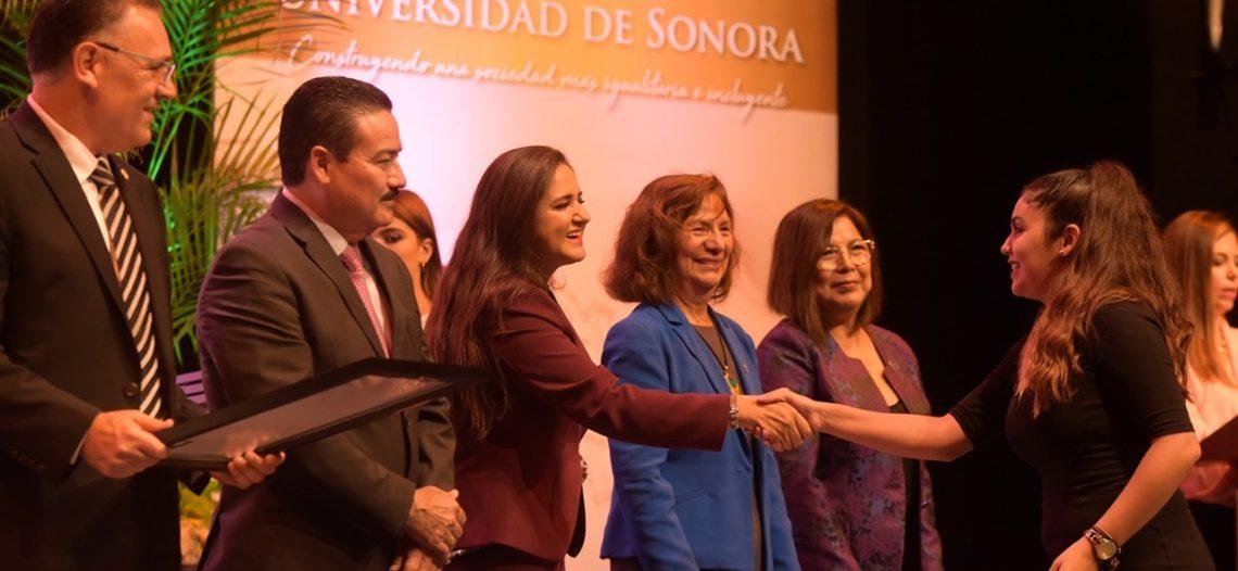Participa Célida López en el 76 aniversario de la Universidad de Sonora