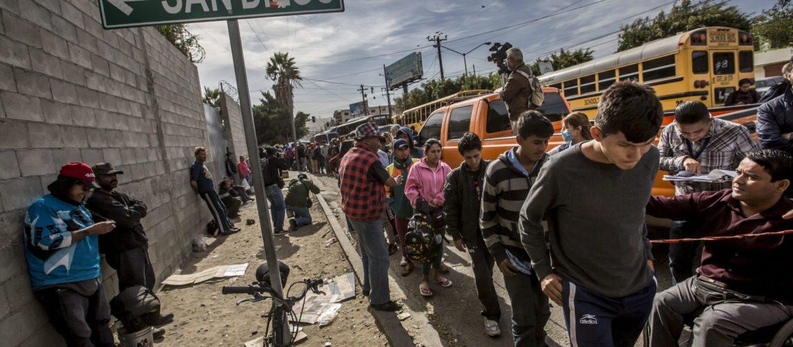 Continúa el arribo de migrantes a la frontera de México con EU