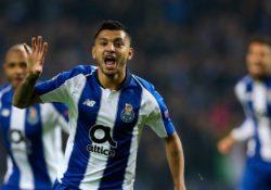 'Tecatito' mantiene romance con el gol