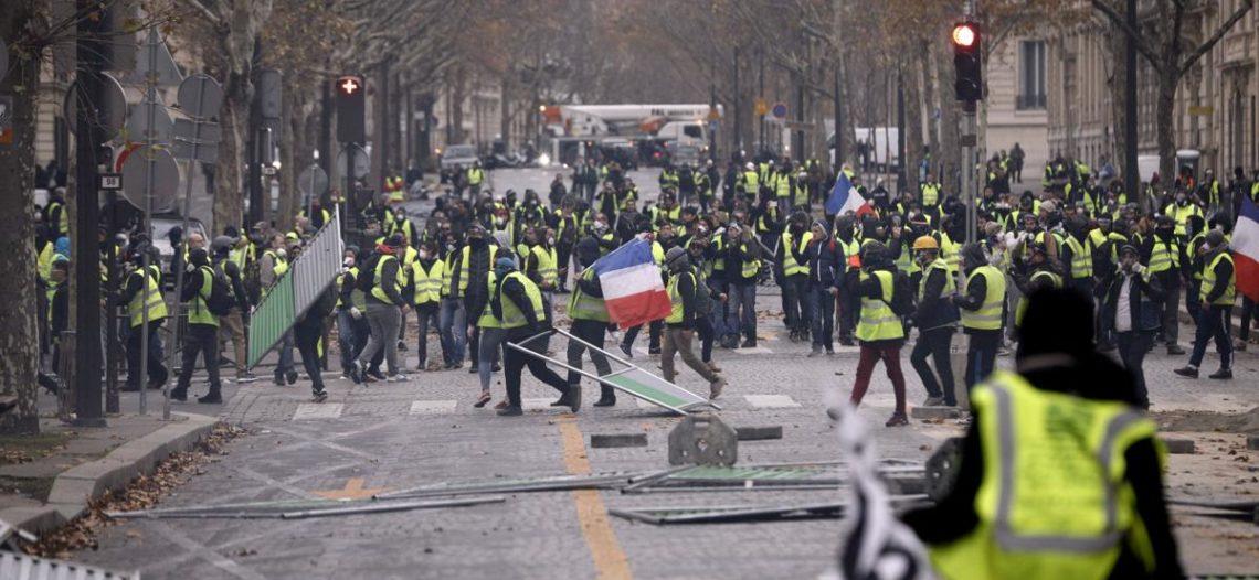 Nuevos disturbios en París dejan más de 100 detenidos