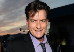 Charlie Sheen celebra su primer año de sobriedad