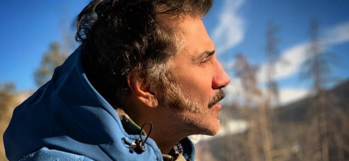 Cambia Alejandro Fernández de look e imita a su padre