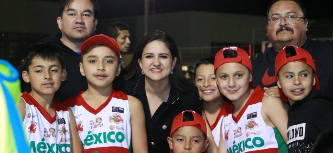 Da alcaldesa bienvenida a participantes del Torneo Mini-Basquetbol FIBA 2019