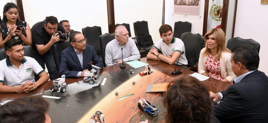 Reconoce Gobernadora a estudiantes de Conalep que visitarán la NASA