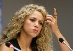 Shakira causa furor en debut como diseñadora