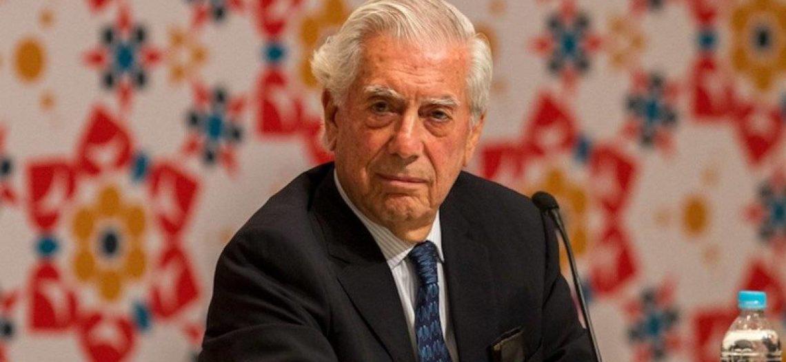 Vargas Llosa llama 'mentiroso y payaso' a Boris Johnson
