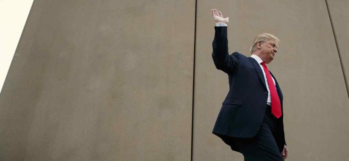 Corte prohíbe a Trump usar fondo militar para construir muro