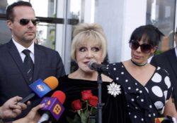 Anel sufre crisis tras sepultar restos de José José