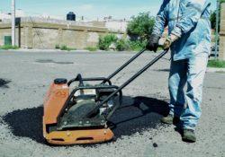 Labora sin tregua personal de bacheo para el restablecimiento de vialidades