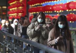 Muertes por coronavirus chino rebasan las 900