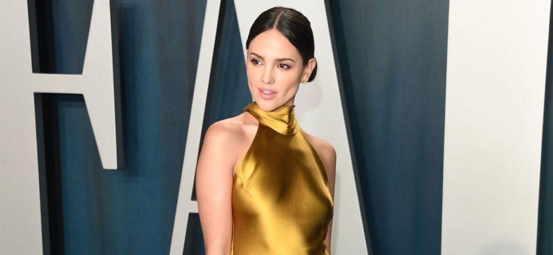 Eiza González impactó con su 'outfit' en los Oscar 2020