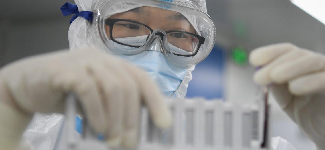 China anuncia vacuna contra el coronavirus, lista para ensayos en humanos